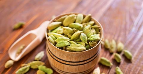 10 HEALTH BENEFITS OF CARDAMOM: SPICE UP YOUR HEALTH